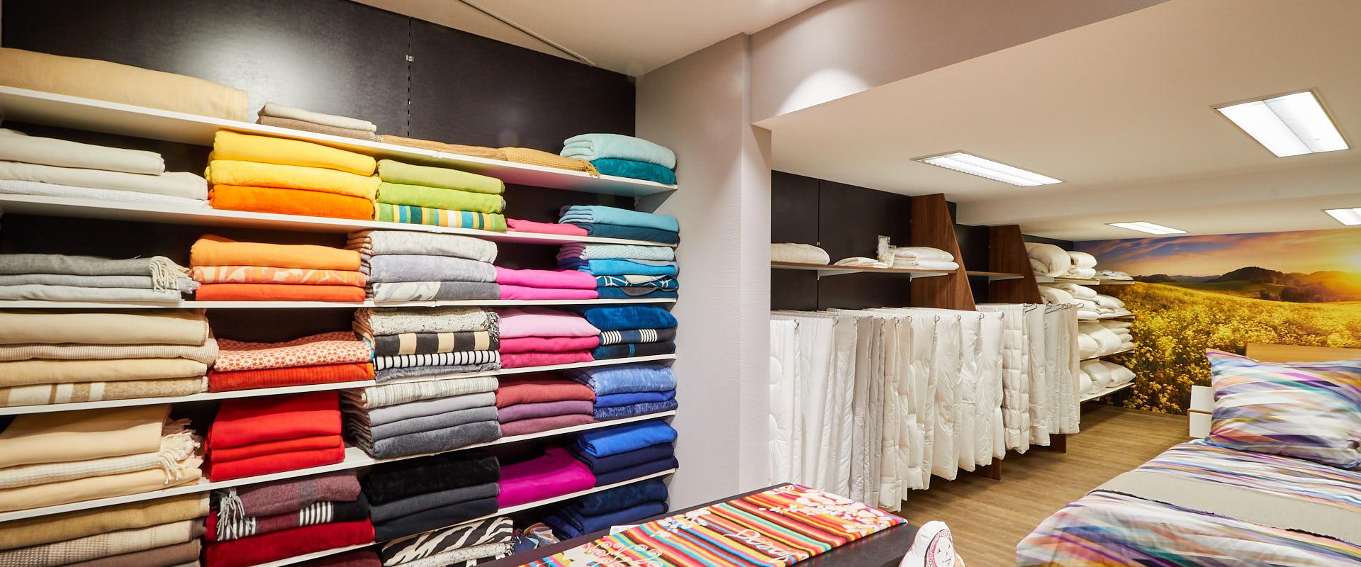 wie finde ich das richtige kopfkissen bettw sche 200 220 boxspringbett schlafzimmer komplett. Black Bedroom Furniture Sets. Home Design Ideas